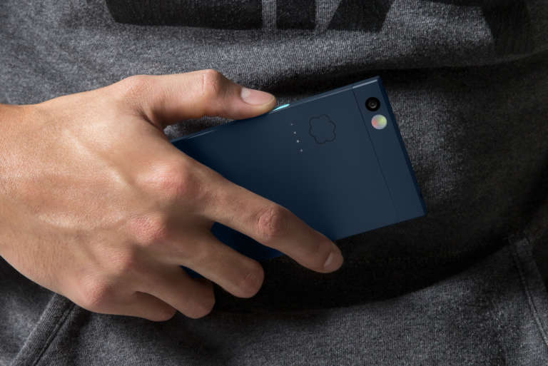 Nextbit Midnight In Hand